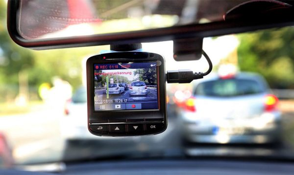 Dash cam to record car accident