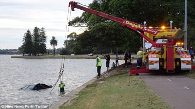 Car rescued from Perth Swan River